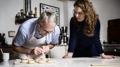 Jørgen Søgaard solgte Kransekagehuset for ti år siden, men det ændrer ikke på, at han stadig bager en urimelig god kransekage. Her er opskriften. Og et halvt århundredes konditorhistorie.