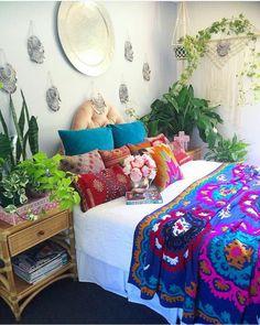 Boho Chic Interior Design - Bohemian Bedroom Design - Josh and Derek Bohemian Bedrooms, Bohemian Bedroom Design, Bohemian Decor, Bohemian Room, Trendy Bedroom, Boho Hippie, Deco Boheme Chic, Deco Retro, Retro Home Decor