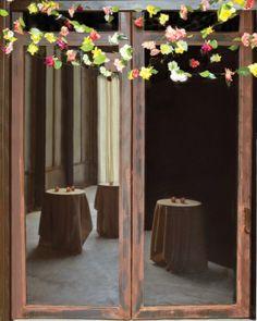 "See the ""Loose-Hanging Strands"" in our DIY Fresh-Flower Garlands gallery kind of flowers to use for strands Hanging Flowers, Flower Garlands, Diy Flowers, Fresh Flowers, Paper Flowers, Wedding Flowers, Martha Stewart Weddings, Diy Girlande, It's All Happening"