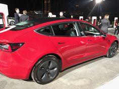 Tesla-Model-3-Event-j28-42.jpg 2.000×1.500 pixels
