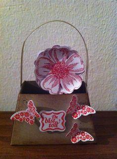 Kleines Su Körbchen mit Blume aus dem Produktpaktet Blumenmarkt und Schmetterlingen . Basket Of Flowers, Flower Market