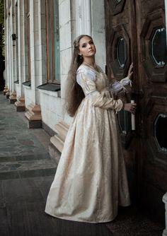 Pâle or Renaissance, Renaissance italienne robe, robe de mariage de Lucrèce Borgia