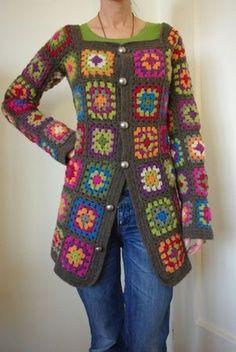 Sacón colorido hecho en crochet y dos agujas.