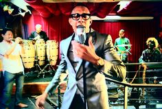 Gerardo Contino y Los Habaneros is a band that is getting hot in 2017. The core of director and singer Gerardo Contino, artistic director and pianist Axel Tosca Laugart, and percussionist Yusnier Sanchez Bustamante, are all Havana Cubans.