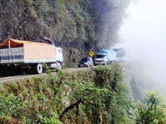 Estrechez en la Carretera de la Muerte, Bolivia