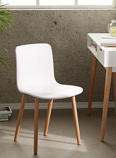 Cet article est disponible pour achat en ligne et livraison à domicile uniquement.     Inspirée par un design danois des années 50, la chaise Drake est la parfaite combinaison de style et de simplicité. Lignes épurées, piétement blond et lisse, dos souple... tous les éléments se marient à merveille !      MATÉRIAUX ET FINI   Polypropylène recyclable écologique et frêne naturel  Léger assemblage requis      ENTRETIEN   Essuyer simplement avec un linge humide      DIMENSIONS   Hauteur : 31…