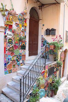 Don Corleone Objekte Taormina - Haus Mosaic Crafts, Mosaic Projects, Mosaic Garden Art, Mosaic Pots, Pebble Mosaic, Garden Design, House Design, Landscape Design, Deco Originale