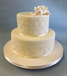 Golden Wedding Cake - Beautiful wedding cakes in Lahore Wedding Cake Base, Wedding Cake Images, Wedding Cake Prices, Cool Wedding Cakes, Beautiful Wedding Cakes, Wedding Cake Designs, Wedding Cake Toppers, Bake My Cake, Novelty Cakes