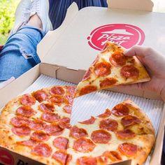 Καταρρέουν η μία μετά την άλλη οι επιχειρήσεις εστίασης – My Review Pizza Hut, Personal Pizza, Top Restaurants, Good Pizza, Pepperoni, Places To Eat, Skillet, Entrees, Menu