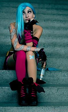 Jinx (League of Legends) Cosplay by Marty Novotna  FB page: facebook.com/MartyCosArt IG: instagram.com/MartyCosplay Photo by Kage Photography