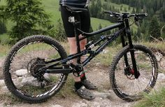 Bionicon_Edison_EVO_enduro_26inch_mountain_bike_black_on-trail_climb-mode.jpg…