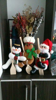 Best 12 Carolina Mendoza Quiñones's media content and analytics Christmas Stockings, Christmas Wreaths, Christmas Ornaments, Super Skinny, Skinny Fit, Felt Crafts, Christmas Crafts, Christmas Ideas, Snowman Ornaments