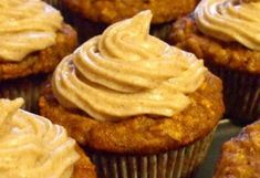 Fahéjas almás cupcake Peanut Butter, Cupcake, Muffin, Breakfast, Desserts, Food, Morning Coffee, Tailgate Desserts, Deserts