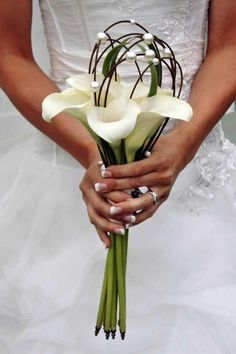 Bridal bouquet calla white - Image Gallery- Brautstrauß Calla weiß – Bildergalerie Creative bridal bouquet with callas in white … Discover this beautiful bridal bouquet and many more in our large picture gallery! Silk Bridal Bouquet, Calla Lily Bouquet, Calla Lillies, Bride Bouquets, Bridal Flowers, Flower Bouquet Wedding, Bridesmaid Bouquet, Bridal Gown, Wedding Flower Arrangements