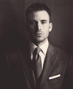 Chris Evans. Love the way his eyes look.