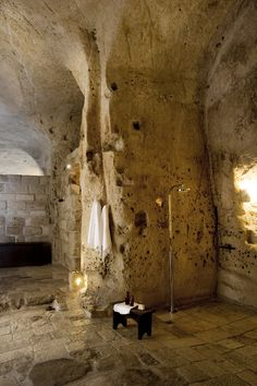 UNESCO world heritage listed. The hotel is spread over a number of Sassi or caves, and simply furnished. Modern black bathtub and shower. Design Hotel, Floor Design, House Design, Home Goods Decor, Boutique Hotels, Beautiful Bathrooms, Bathroom Inspiration, My Dream Home, Beautiful Places