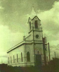 1930 - Primeira Igreja Matriz de Canela, . ocupava o local onde hoje esta a atual Catedral de Pedra - Canela / RS