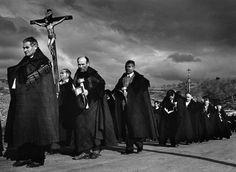 Cristina Garcia Rodero. Procesión del Santo Cristo, Bercianos de Aliste. 1975