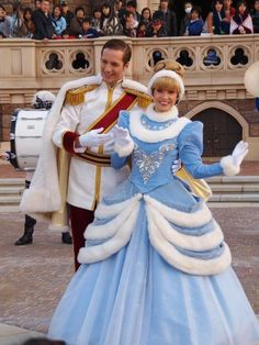 When the temperature in Orlando falls below 60 degrees, the Disney princesses change into their heavier winter gowns. This generally only happens in the December – February time period, so it's ha…