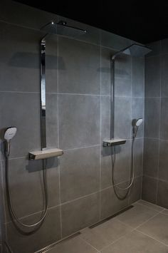 These showers are pure love. And the tiles as well Next Bathroom, Bathroom Spa, Modern Bathroom, Bathroom Ideas, Walk In Shower, Shower Doors, At Home Gym, My Dream Home, Villa