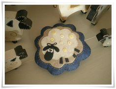 mouton pique aiguilles/silly sheep pincushion, sur la passion au bout des doigts