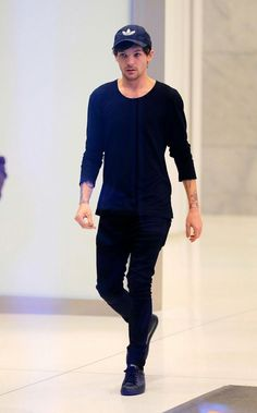 Aos 17 anos, o britânico Louis Tomlinson conhece o americano Harry St… #fanfic Fanfic #amreading #books #wattpad