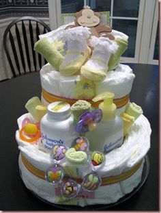 12 Super Cute Diaper Cake Ideas for Baby Showers Cadeau Baby Shower, Baby Shower Crafts, Baby Shower Diapers, Baby Shower Fun, Baby Shower Themes, Shower Ideas, Baby Nappy Cakes, Diy Diaper Cake, Diaper Cakes Tutorial