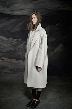>>> Ter et Bantine, PF2014 | white coat, black boots with strip of caramel