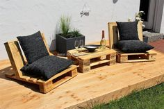 Let's create together these beautiful comfortable chairs for your garden. These two awesome recycled wood pallets chair with black comfortable mattress appears an exceptional project for every home. It will not only meet your furniture needs but also increase the charm of your place.