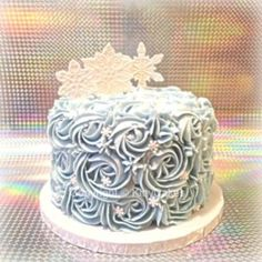 Winter wonderland smash cake -pink and gold First Birthday Winter, Frozen Birthday, Cake Birthday, Christmas Birthday Cake, Smash Cake Girl, Girl Cakes, Smash Cakes, Cake Pink, Winter Wonderland Birthday