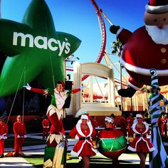 Some of the @Universal Studios 100th Orlando #UORHolidays parade performers and balloons! - @OntheGoinMCO .com .com- #webstagram
