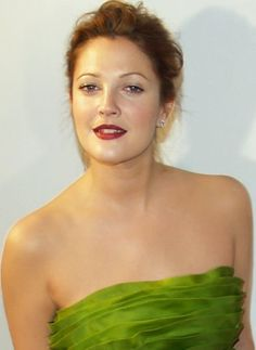 Drew Barrymore - Although Drew Barrymore relationships with men have been public, but her bisexuality was kept hidden for some time. Drew Barrymore came out as bisexual in Female Actresses, Actors & Actresses, John Drew Barrymore, Barrymore Family, Beautiful People, Most Beautiful, Beautiful Women, Welcome Baby Girls, The Wedding Singer