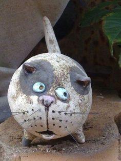 Such pretty eyes! Paper Mache Clay, Paper Mache Sculpture, Sculptures Céramiques, Paper Mache Crafts, Pottery Animals, Ceramic Animals, Clay Animals, Ceramic Art, Paper Mache Animals
