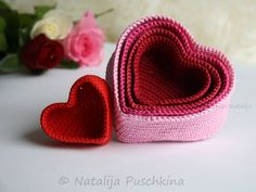 Häkelanleitung für romantische Herzkörbchen / romantic crochet diy: utensilos in shape of hearts by Natalija via DaWanda.com