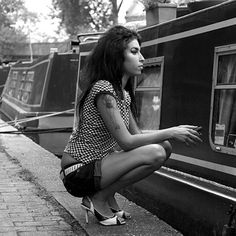 Intimate images of Amy Winehouse to go on show in Camden, London - Day Bag News - handbag.com