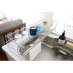kao.さんはInstagramを利用しています:「4/7 #4月から変えたもの #暮らしの改善  水切りカゴを新調✨ #水切りかごの無い生活 を試してみた事もありますが、 わたしには向いてなかった😊💦 ・ アパート住まいの時から今までラバーゼの水切りカゴを使っていました☺️…」 Cooking Gadgets, Bath Caddy, Wire, Instagram, Kitchen Gadgets, Kitchen Accessories, Cable