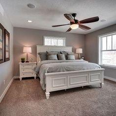 Nice 62 Stunning Small Master Bedroom Design Ideas. More at https://homedecorizz.com/2018/02/06/62-stunning-small-master-bedroom-design-ideas/