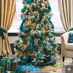 Decorating a Christmas Tree in Blue, Green and Red | * View Along the Way *