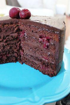 Aslında talihsiz pastam demeliydim.Bu pastayı yaparken üzerini şeker hamuruyla kaplayıp güzelce süsleyip sirin bir pasta yapmayı hayal etm...