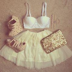 haut, jupe, soulier et accessoires