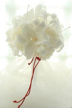 神楽坂にある、善国寺毘沙門天様へお届けしたブーケです。和装のためにおつくりした、ユリのカサブランカのブーケ。しかも、プリザーブドフラワーです。花嫁様から喜...