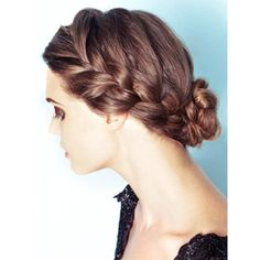 5 Messy (But Glam) Spring Hairstyles ❤ liked on Polyvore featuring hair, hairstyles, hair styles, beauty and people