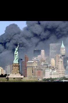 Assault / World Trade Center New York World Trade Center, Trade Centre, We Will Never Forget, Lest We Forget, Don't Forget, 11 September 2001, Moslem, Jolie Photo, God Bless America