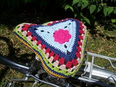 Bycicle seat cover <3SKYANDROSES<3. Good crochet project also for smaller amounts of yarn. If you make many, weigh the yarn to know how you´ll get along best with the rows. We ♥ crochet shop. http://postmodernaminao.blogspot.de/2013/07/bicycle-tour-in-crochet.html