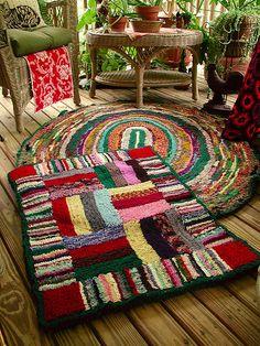 Fiddlesticks - My crochet and knitting ramblings.: Shirret Rug ~ DONE! Locker Rugs, Furoshiki, Latch Hook Rugs, Fabric Rug, Fabric Remnants, Diy Couture, Rug Hooking, Locker Hooking, Braided Rugs