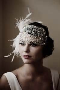 fascinator styles Here are some stunning images and ideas to help you plan a wedding, with inspiration from The Great Gatsby. Gatsby Wedding, Wedding Veils, Gatsby Party, Hair Wedding, Wedding Dresses, Wedding Makeup, Wedding Art, Wedding Outfits, Wedding Shoot