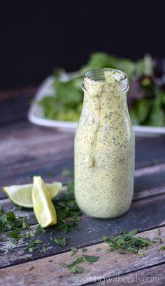 Cremosa Cilantro Lime Vestir y salsa | Coloque el cilantro, el jugo de limón, ajo, mayonesa, aceite de oliva, el vinagre y la miel en el tazón de un procesador de alimentos ... .. cookingwithcurls.com