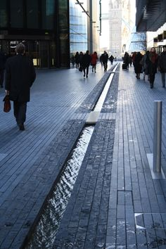 London - Parks Street - view walking to london bridge Water Architecture, Landscape Architecture Design, Infrastructure Architecture, Dubai Architecture, Architecture Wallpaper, Parque Linear, Pavement Design, Water Element, Urban Furniture