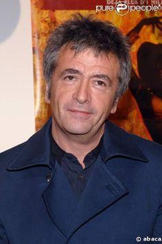 Jean-Yves Lafesse, né le 13 mars 1957 à Pontivy en Bretagne, de son vrai nom Jean-Yves Lambert, est un humoriste français. Il est connu pour ses canulars téléphoniques, ainsi que ses gags auprès des passants dans la rue. Il est le père de l'actrice Jeanne Lambert