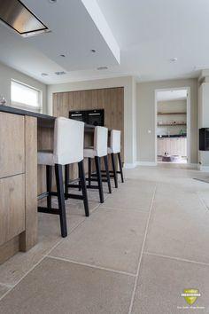 home and interiors Glass Kitchen Cabinets, Kitchen Cabinet Design, Kitchen Living, New Kitchen, Travertine Floors, Limestone Flooring, Küchen Design, Interior Design, Industrial Flooring